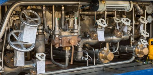 Transfer equipment for LNG tanks